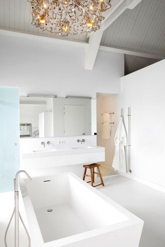 Minimal all in white Luxury Bathroom -by SJARTEC BADKAMERS- with BrandVanEgmond Chandelier.