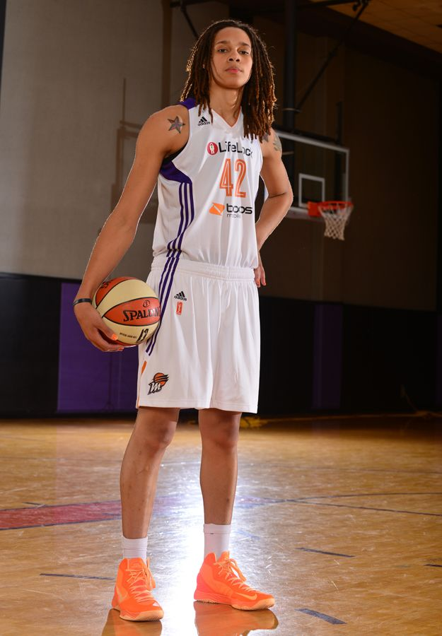 Brittany Griner ( near perfect Daul build, just needs a little more muscle tone)  She's 6'8. Lordhammercy.