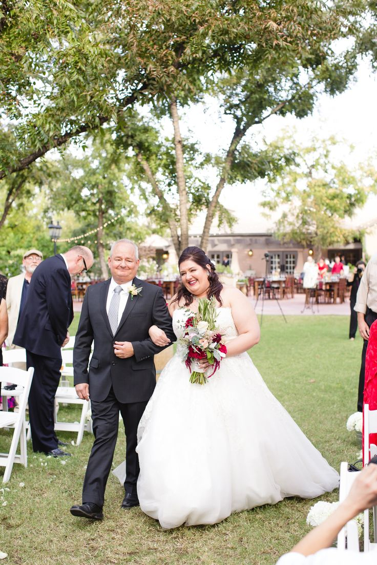 Vintage pearl bridal blog real brides news amp updates wedding - Adrienne Had An Amazing Vintage Inspired Wedding And Found A Gorgeous Dress For Perfect For Her