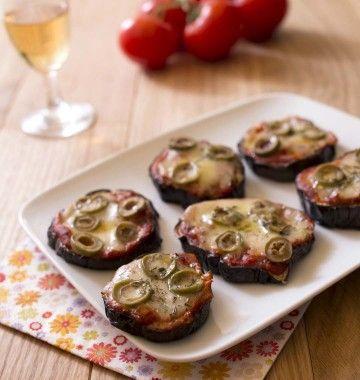 Photo de la recette : Mini pizza d'aubergines aux olives et tomates