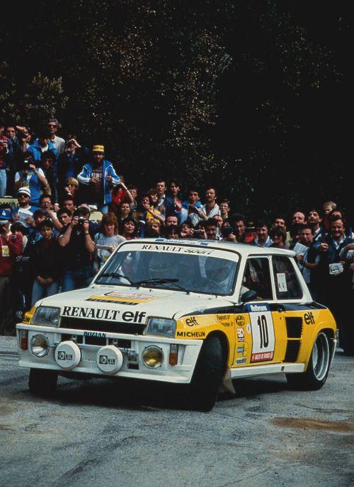 Em 1984, o primeiro ano do Grupo B, a Renault continou apostando no 5 Turbo, mas ele não teve chance alguma contra rivais muito mais potentes — com motores de até 500 cv — e tracionando as quatro rodas. Por isso, em 1985 veio o Renault 5 Maxi Turbo, com motor 1.6 e 350 cv. Entre os protótipos insanos do Grupo B, o Renault 5 Maxi Turbo conseguiu uma única vitória, no mesmo Tour de Corse que vencera em 1983.