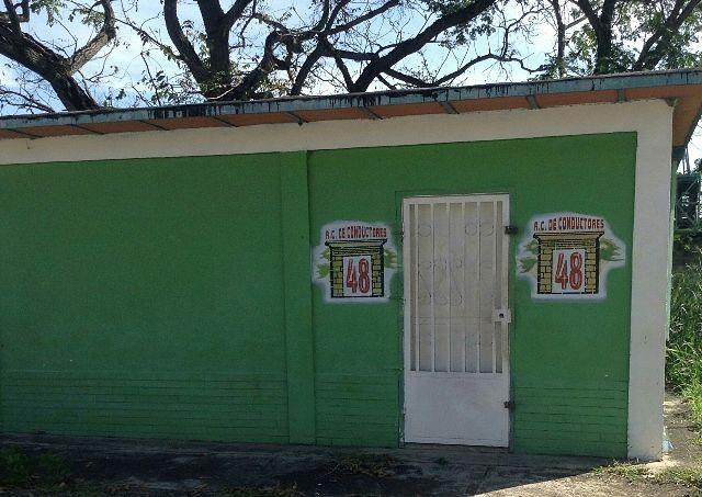 Línea 48: La cruda realidad de los conductores /  San Juan de los Morros.- En 1974 fue fundada la Asociación Civil de Conductores A.C de Conductores 48, ubicada en la urbanización Rómulo Gallegos, contando para ese entonces con aproximadamente 60 unidades y en lo actual con 107. Estás unidades cubren las siguientes rutas: Portal-terminal, Portal-Urb. Rómulo Gallegos, Ceiba-terminal, Ceiba-blanco, Brisas