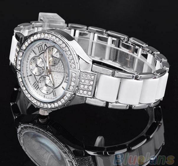 Luxusní dámské hodinky s římskými číslicemi v bílo – stříbrném barevném provedení Na tento produkt se vztahuje nejen zajímavá sleva, ale také poštovné zdarma! Využij této výhodné nabídky a ušetři na poštovném, stejně jako to …