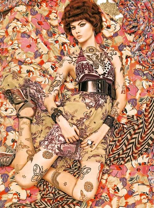 Meisel photographing for Italian Vogue 2008. I'm in love with the prints that were done for the shoot. I'm always a big fan of color and this is the epitome of it.