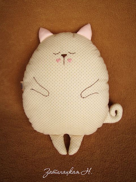 TOTALLY making my friend this! Shouldn't be tricky, she loves cats and the embroidery is so so cute!!!