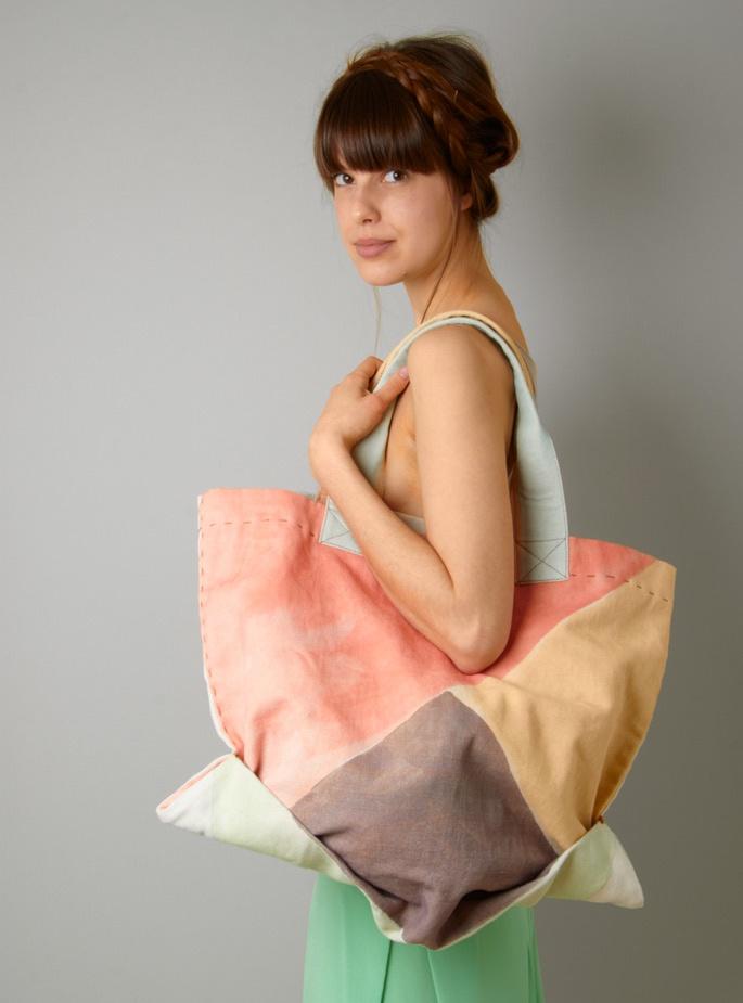 who thinks i need this ikou tschuss bag? ME.