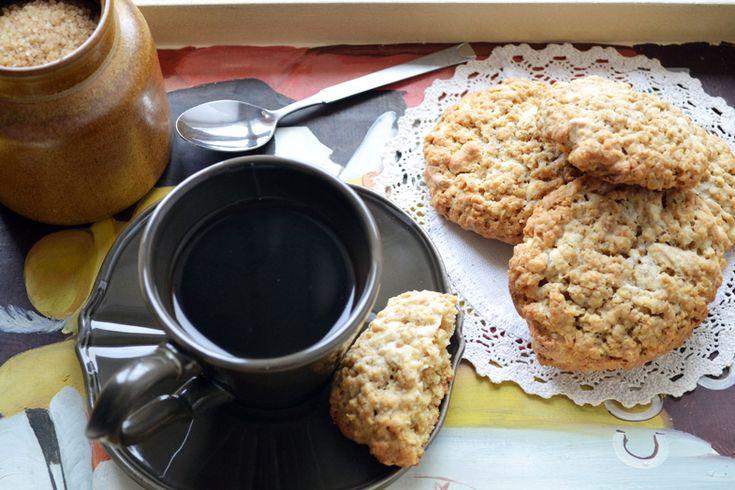 μπισκότα με βρώμη και λευκή σοκολάτα |