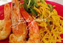 Espaguete com camarão e abobrinha