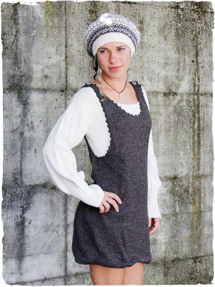 Vestito corto Cecilia in lana d'alpaca #Vestito con maniche lunghe in #lana d' #alpaca lavorato a mano, #doppio strato. #Spallini allungabili con splendidi bottoni in ceramica. Rifinito all'#uncinetto. #Due #colori combinati a contrasto www.lamamita.it/store/abbigliamento-invernale/2/saldi-invernali-donna/vestito-corto-cecilia#sthash.9BSRvw1i.dpuf