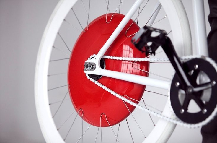 Copenhagen Wheel is comprised of a self-contained motor and batteries that snap onto the back of an ordinary bicycle, instantly transforming it into a hybrid electric vehicle with social media capabilities.