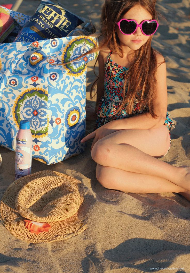 Make your own Oversized Beach bag with waterproof pocket