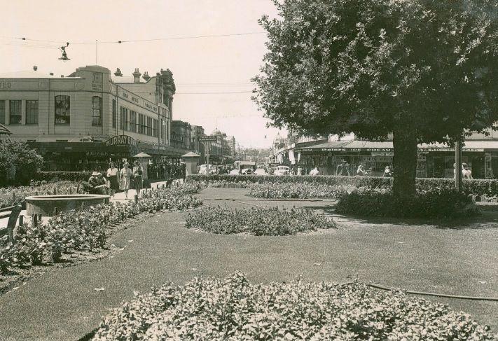 Church Street Parramatta. Murray Brothers on the left. Looks like early 50's. Parramatta History