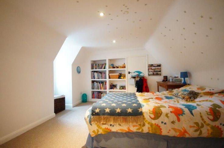 Child's bedroom with build in bookshelves