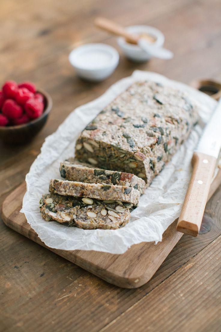 Un pane senza glutine e senza lievito, ricco di proteine e fibre. Velocissimo e facilissimo da preparare, super nutriente e super buono!