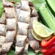 Pyszna przekąska proteinowa, idealna do zabrania ze sobą na drogę.    Danie diety przyspieszającej metabolizm. Dozwolone w fazie 1., 2. i 3., ale szczególnie przydatne w fazie 2. jako przekąska.Składniki na ok. 6-7 przekąsek.  Składn
