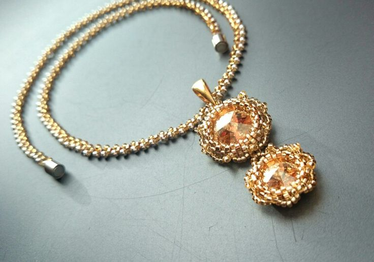 Swarovski in 24 kt gold plated lace