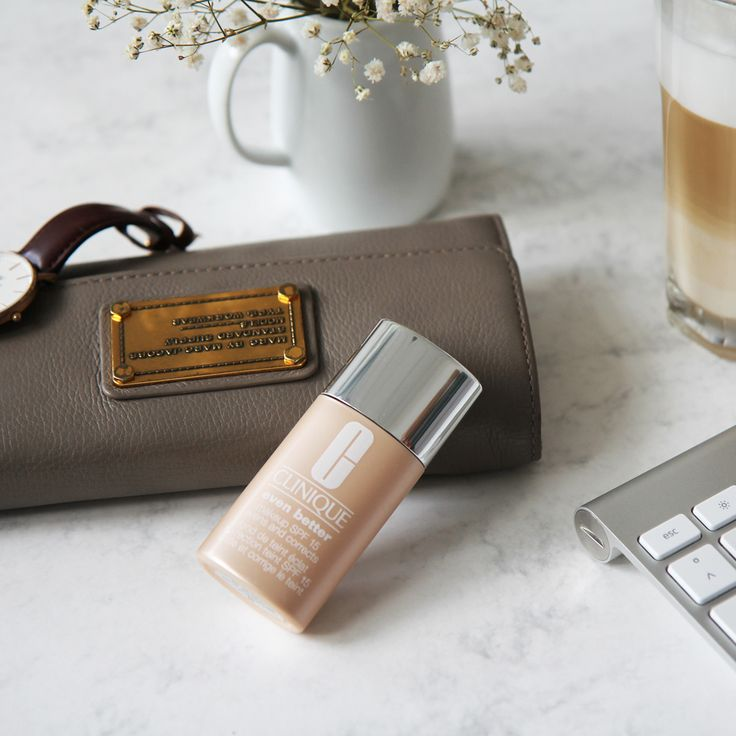 The Clinique Even Better Foundation is perfect for an every day make-up look. Here you can find out more about it: https://www.flaconi.de/make-up/clinique/even-better/clinique-even-better-fluessige-foundation.html?som=pinterest.post.flaconi_stuff_to_buy_160902.