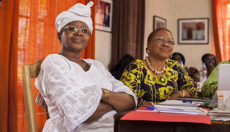 Rosalie Oububa, secretaria de ONG en Burkina Faso, y Madeleine Maka, ex ministra de Comercio de Guinea Conakry, en el taller Liderazgo femenino, mediación de conflictos y consolidación de la paz en África.
