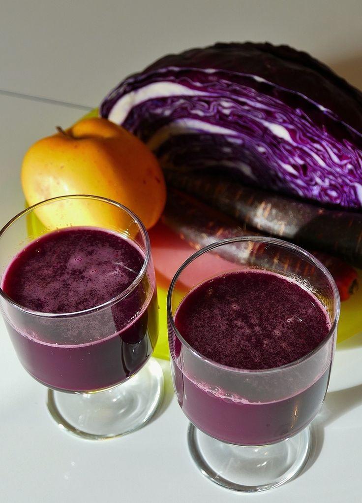 Je poursuis mes expérimentations avec mon nouvel extracteur de jus... Aujourd'hui en apéro dominical, superbe jus violet , composé d'un petit quart de chou rouge sans trognon, 4 carottes violette, une pomme, 1 dé de gingembre ( à mon avis fort utile le...