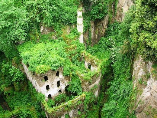 Valle dei Mulini (Valley of the Mills) – Sorrento, Italy - Atlas Obscura