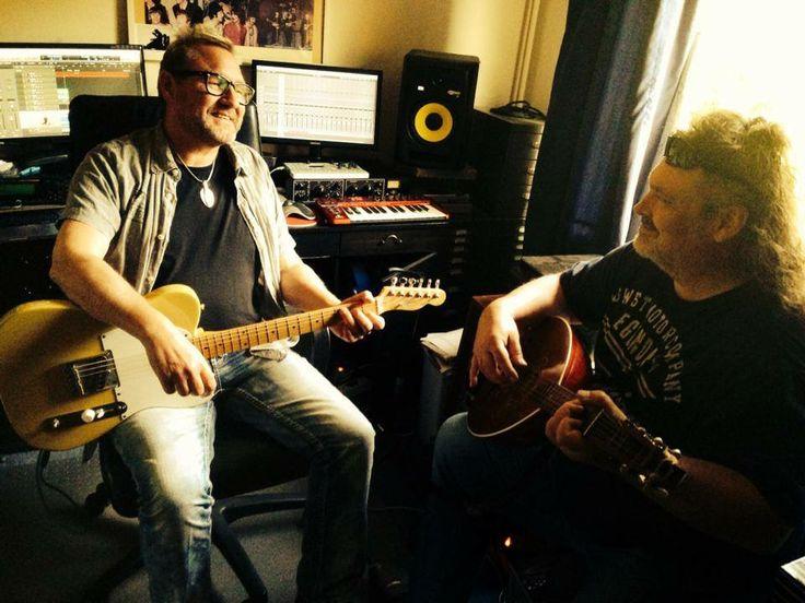 """Wenn """"The Rattles"""" Gitarrist Manne und Andrés sich im Studio verabreden, dann wird das Ergebnis sicherlich kein Schlager..."""