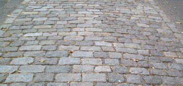 Cobblestone Driveway - A Beautiful Paving Material Choice  http://www.landscape-design-advice.com/cobblestone-driveway.html