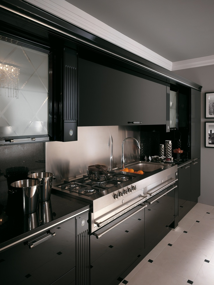 Baccarat by Gianni Pareschi. A new backdrop for the most ancient of traditions: this sums up Baccarat in black gloss lacquered version. A kitchen for classy interiors with unusual pillar fronts, bevelled plate glass, metal inserts, metal or methacrylate handles and boiserie panels.  #kitchen #Scavolini