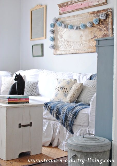 A home decor blog about living life where the suburbs meet the country. DIY tips and tutorials provide inspiration for your home.