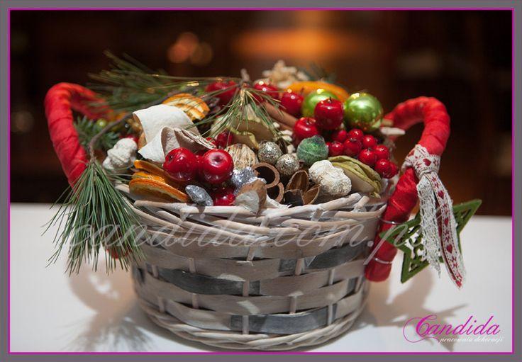 Dekoracje świąteczne w restauracji Mega Bait – Pojawiające się dekoracje bożonarodzeniowe w sklepach, restauracjach są oznaką nadchodzących świąt. Candida pracownia dekoracji w swojej ofercie wykonuje dekoracje świąteczne witryn sklepowych , sklepów, restauracji, biur. Nasze dekoracje tworzą także wyjątkowy... #candidapracowniadekoracji #choinki #dekoracjebożonarodzeniowe