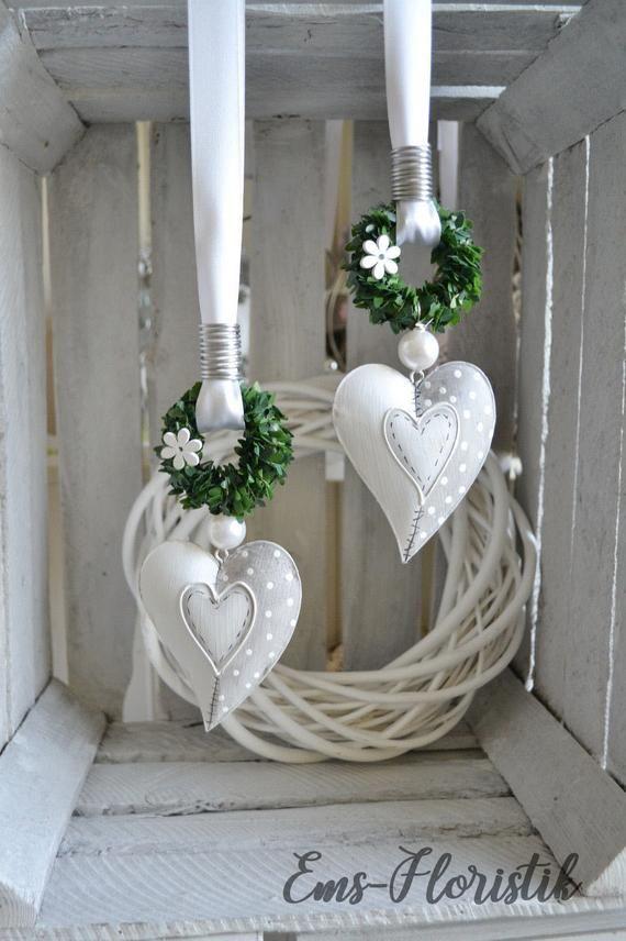 Window decoration metal heart 10 x 8 cm, curved shape with book wreath, gray-white  – Deko