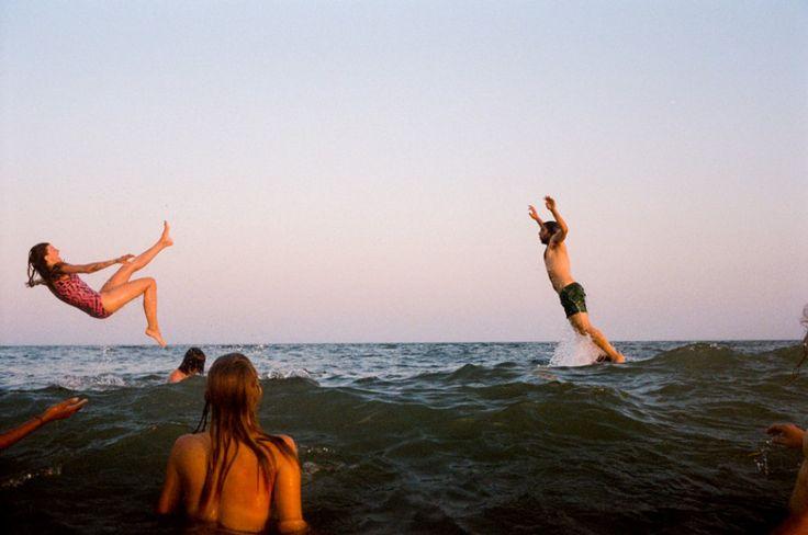 Μια φωτογραφία από την παραλία και το φετινό καλοκαίρι. Είναι μια περίεργη σύνθεση για εμένα, όμως αγαπώ την παραλία, τους φίλους μου και αυτό που κάνουν