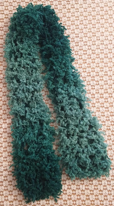 Sciarpa nuvola verde. Lavorazione a maglia. Knit.