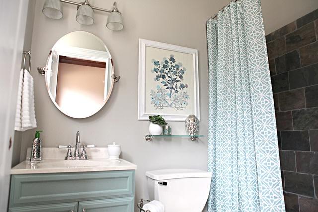 grey and blue bath