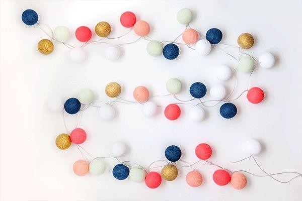 Färgglatt med våra ljusslingor! Här i blått, rosa, vitt, coral, grått och guld. Fri frakt!