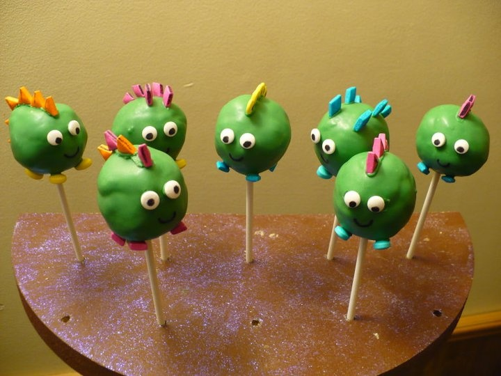 Cute dinosaur cake pops instead of a cake.