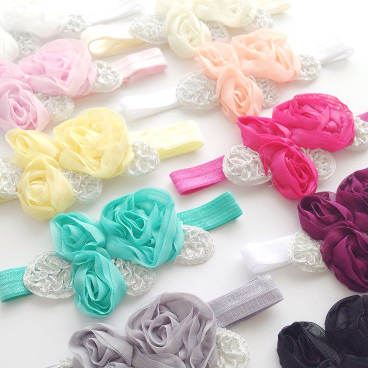 A beautiful trio of chiffon flowers with silver leaf details on a adjustable headband ✨ available in 10 colours