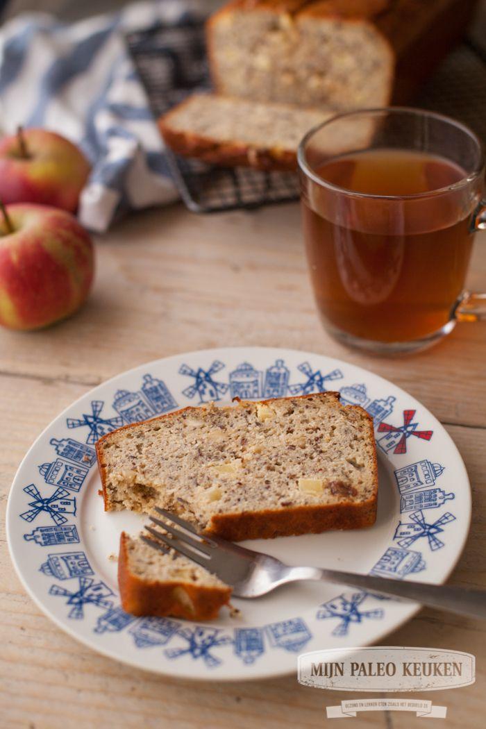 Een heerlijke zoet en machtig brood dat perfect als ontbijt, lunch of tussendoortje kan: paleo appel-notenbrood. Zonder gluten, granen of suikers!