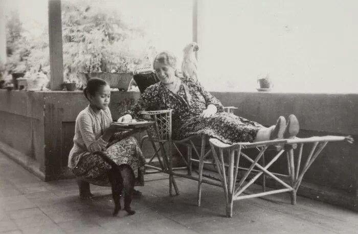 a Nyonya Besar and her Babu (helper)