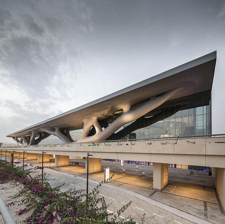 Construído na 2011 na Doha, Catar. Imagens do Nelson Garrido . Inaugurado em 4 de dezembro de 2011, o Centro Nacional de Convenções de Qatar (QNCC) é um dos mais sofisticados centros de convenções e exposições...