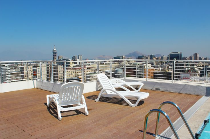 The swimming pool and the space to enjoy the sun on the roof of the apartment we rent in Santiago de Chile. For more information visit www.internshipandtravel.cl or write us a mail to info@internshipandtravel.cl