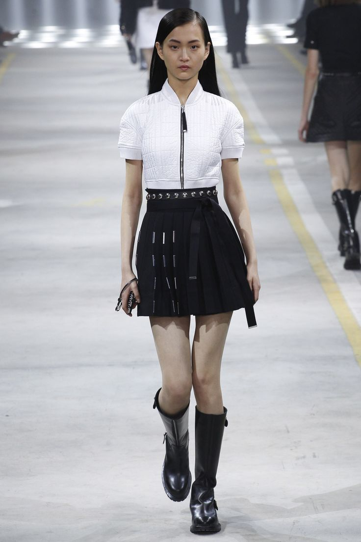 Diesel Black Gold | Fall 2016 Ready-to-Wear | 23 White short sleeve top and black pleated mini skirt