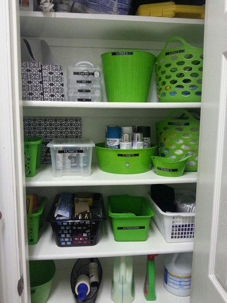 closet done with dollar store bins linen closet im coming for you diy home decor. Black Bedroom Furniture Sets. Home Design Ideas