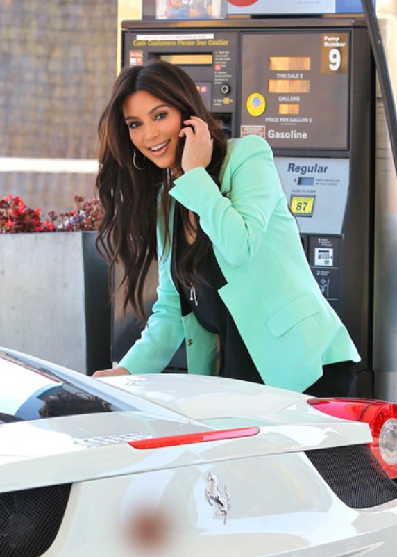 Kim Kardashin even looks great at the petrol station with her Lamborghini!