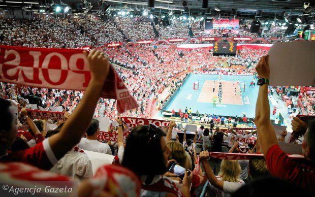 Dziesięć milionów złotych - tyle pieniędzy musiały wydać Katowice, żeby gościć przez trzy tygodnie w Spodku czołowe drużyny świata. To była najlepsza sportowa inwestycja w historii stolicy Górnego Śląska.