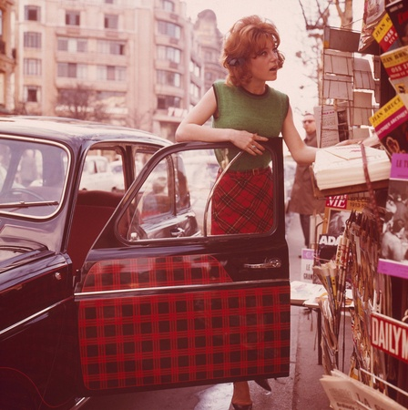Renault 4 Parisienne - Matching car and skirt
