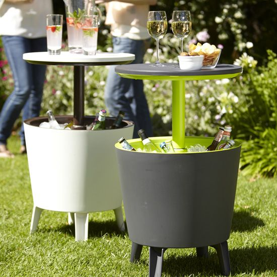: Backyard Bbqs, Summer Parties, Backyard Parties, Outdoor Parties, Ice Buckets, Cool Ideas, Parties Tables, Gardens Parties, Coolers Tables