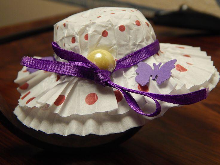 chapeau au ruban violet