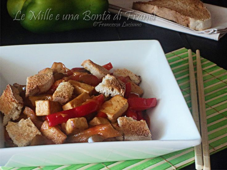Tofu in agrodolce con peperoni e cipolla