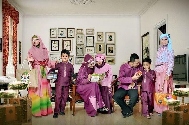 Tampil serasi dan kompak bersama keluarga dengan #busana #sarimbit