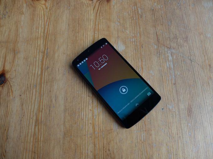 Nexus 5: Unboxing y desempaquetado, lo sacamos de la caja recién estrenado